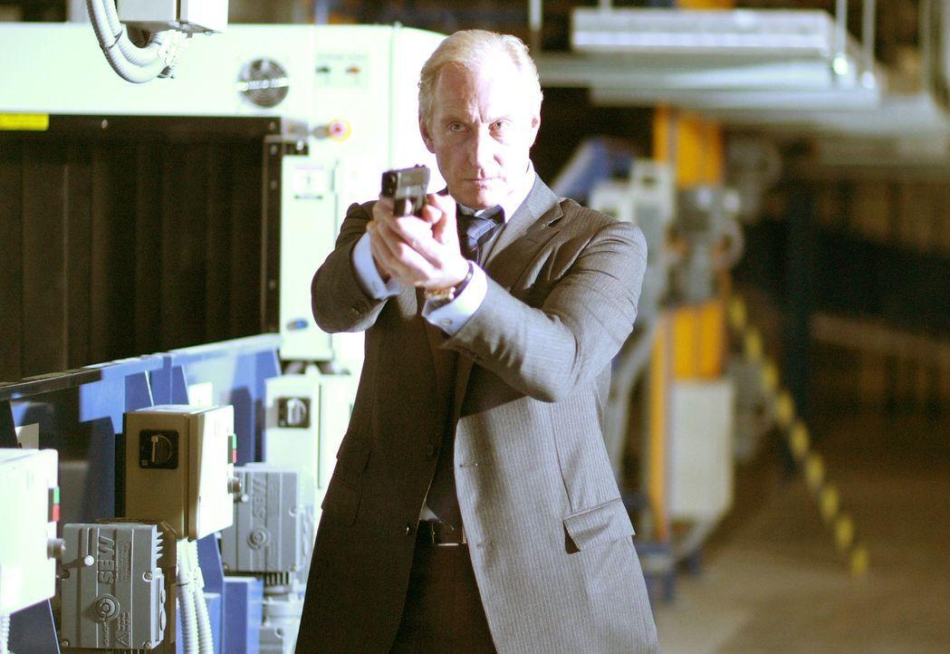Nach dem Tod von Chefermittler Windsor (Charles Dance) wird CIA-Agent James Dial des Mordes bezichtigt. Wird er sein Unschuld beweisen und den wahre... - Bildquelle: Copyright   2007 Chaintron Limited and RMA Productions EOOD. All Rights Reserved.