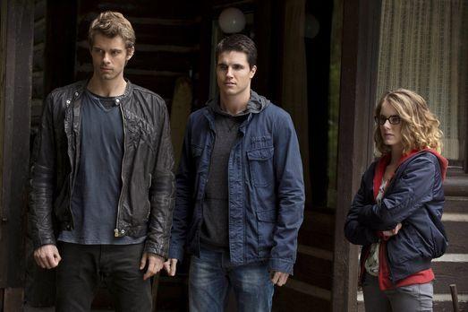 The Tomorrow People - Sind Irene (Laura Slade Wiggins, r.), Stephen (Robbie A...