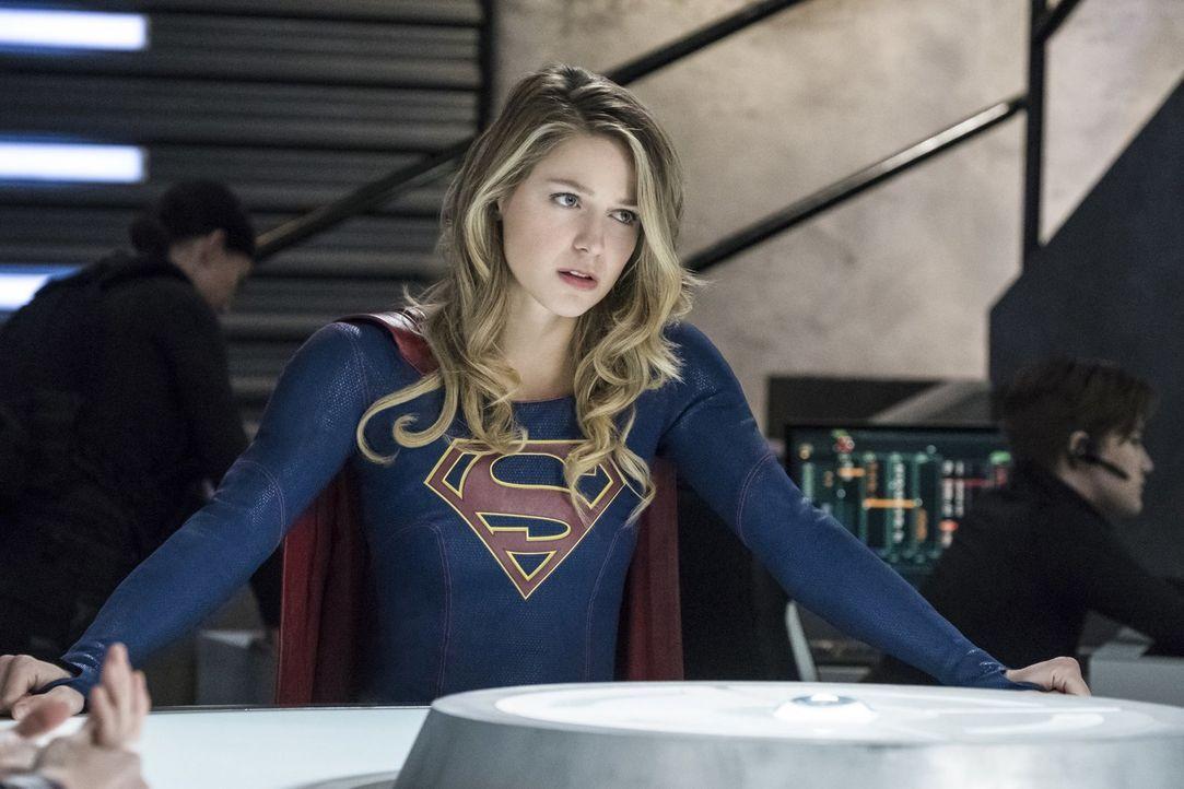 Kara alias Supergirl (Melissa Benoist) hat noch immer mit Lenas Offenbarung zu kämpfen und bittet ausgerechnet James um einen Gefallen ... - Bildquelle: 2017 Warner Bros.