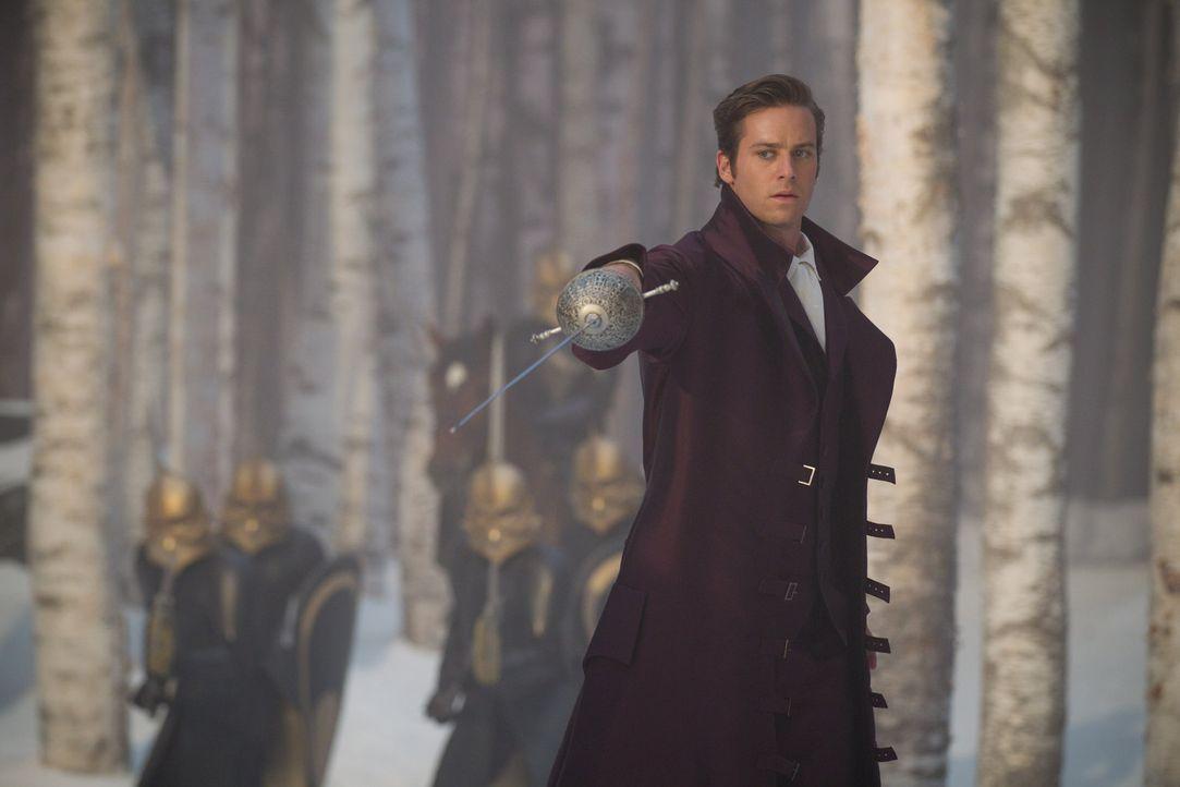Nimmt den Kampf gegen das Böse auf: Prince Andrew Alcott (Armie Hammer) ... - Bildquelle: Jan Thijs @studiocanal