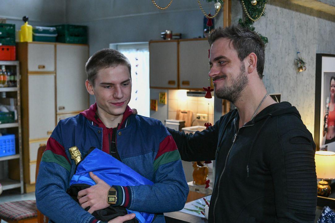 (v.l.n.r.) Basti Neumann (Lennart Borchert); Rocko Schwarz (Marc Barthel) - Bildquelle: Oliver Ziebe SAT.1/ Oliver Ziebe
