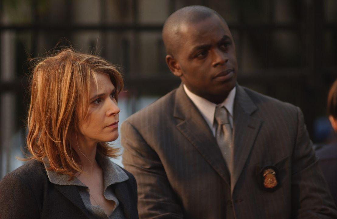 Gemeinsam mit David (Alimi Ballard, r.) und Terry (Sabrina Lloyd, l.) versucht Don einer Verbrecherbande das Handwerk zu legen ... - Bildquelle: Paramount Network Television