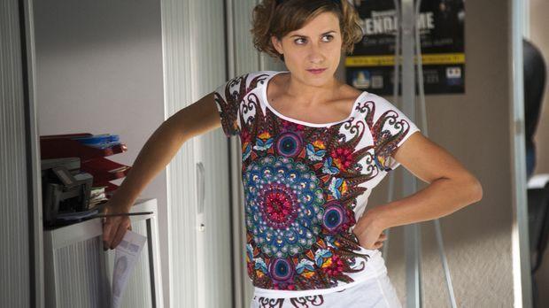 Der neuste Fall wirft einige Fragen auf. Kann Vicky (Félicité Chaton) für ein...