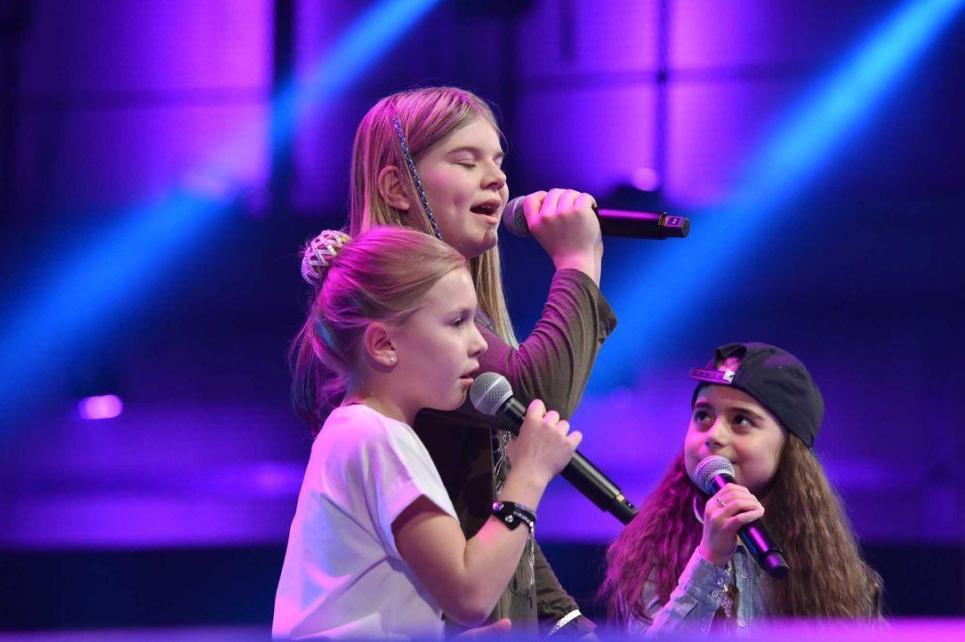 The-Voice-Kids-Stf04-Epi06-Battles-Emma-Leilani-Magdalina-1-SAT1-André-Kowalski-TEASER - Bildquelle: © SAT.1 / André Kowalski