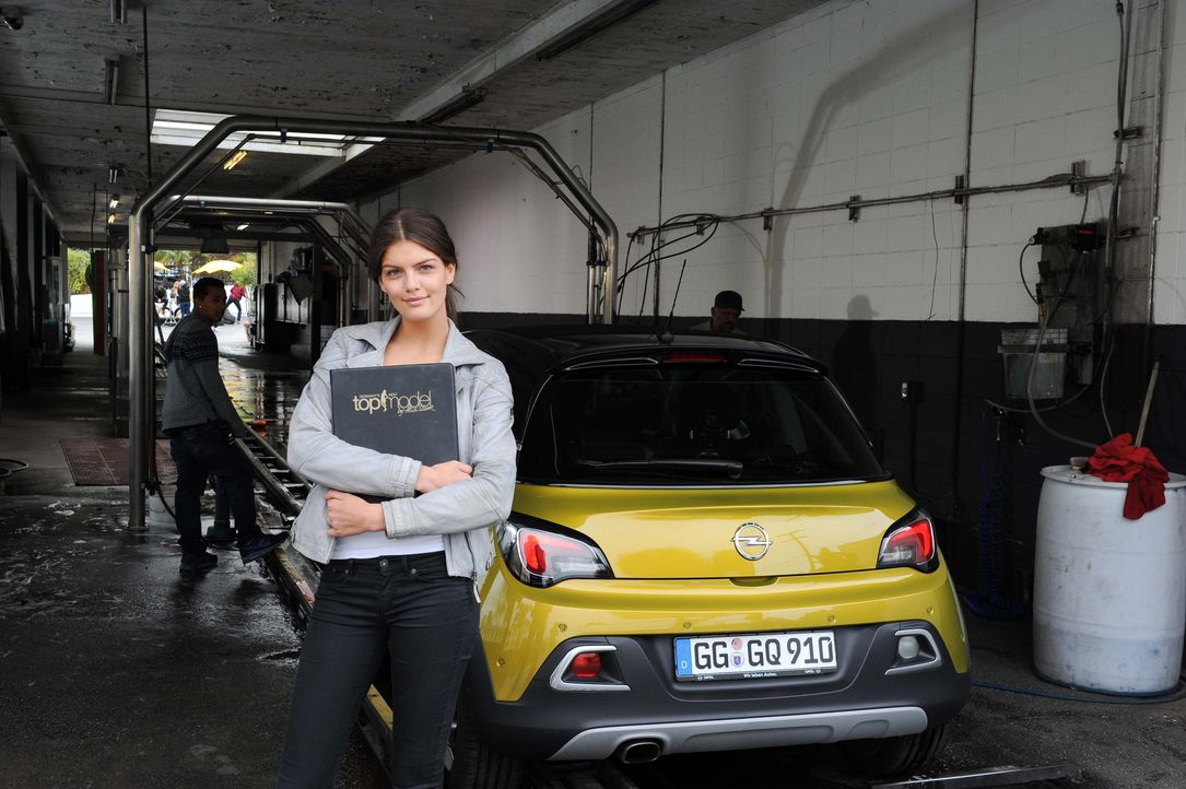 GNTM-10-Sendung11_Opel_019 - Bildquelle: © MIcah Smith / fusemedia 213-840-6628