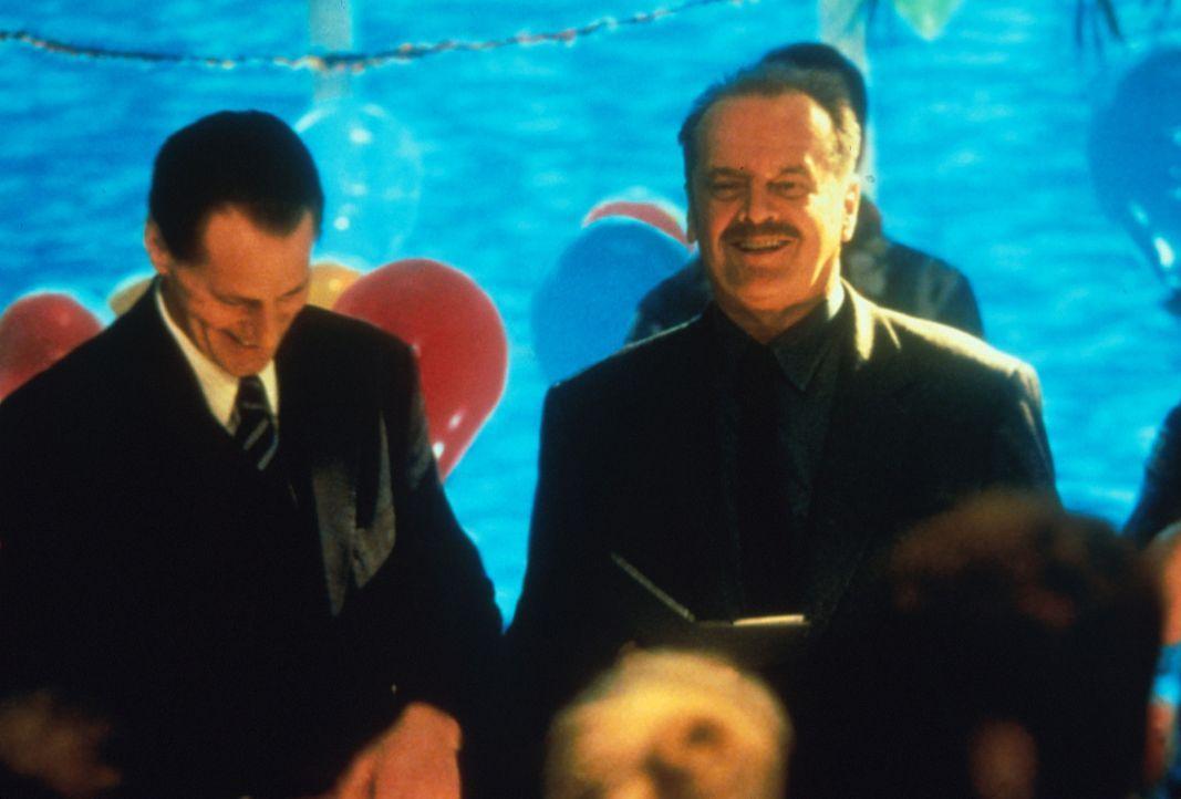 Ein gefeierter Mann: Detective Black (Jack Nicholsen, r.) kann auf ein erfolgreiches Berufsleben zurückblicken. Noch ahnen weder er noch Eric Polla... - Bildquelle: Warner Bros.