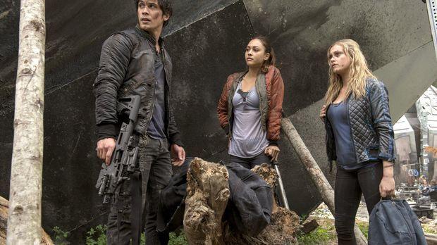 Weder Raven (Lindsey Morgan, M.) noch Clarke (Eliza Taylor, r.) wissen, zu wa...