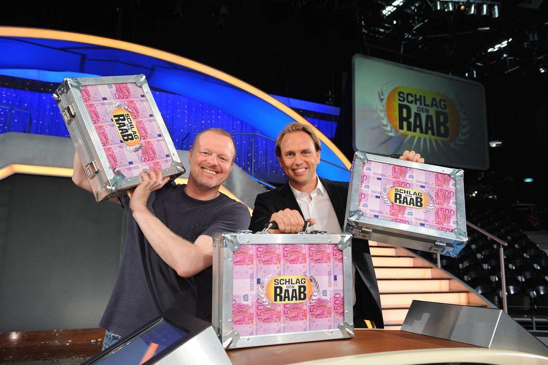 Stefan blickt auf die Highlights seiner Show zurück: Stefan Raab (l.) und Steven Gätjen (r.) ... - Bildquelle: ProSieben