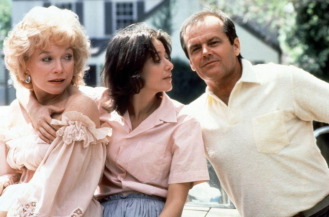 Eine fast normale Familie: Mutter Aurora (Shirley MacLaine, l.), Tochter Emma (Debra Winger, M.) und Nachbar, Schürzenjäger, Ex- Astronaut und Aur... - Bildquelle: Paramount Pictures