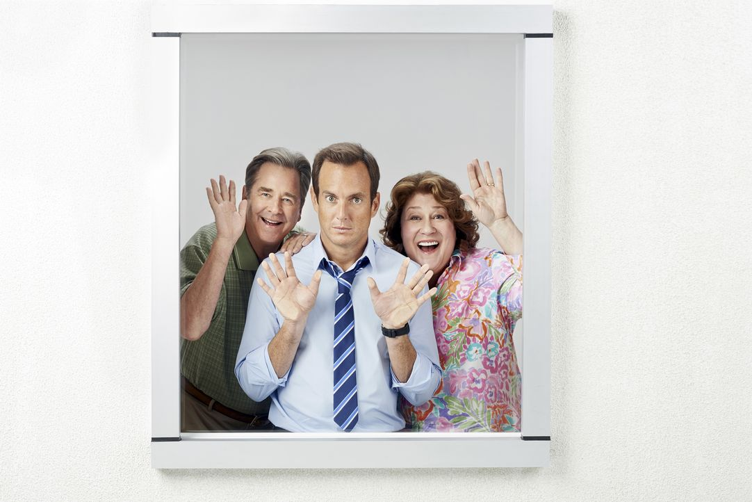 (1. Staffel) - Eine ganz spezielle Familie: Nathan (Will Arnett, M.), Carol (Margo Martindale, r.) und Tom Miller (Beau Bridges, l.) ... - Bildquelle: 2013 CBS Broadcasting, Inc. All Rights Reserved.