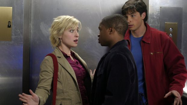 Als Clark (Tom Welling, r.) und Pete (Sam Jones, M.) Chloe (Allison Mack, l.)...