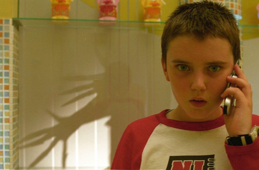 Als der Stiefvater mal wieder seine Mutter schlägt, klaut Oleg (Cameron Bright) Joey einen Revolver und schießt auf den brutalen Vater. Unglückliche... - Bildquelle: Licensed by E.M.S. New Media AG