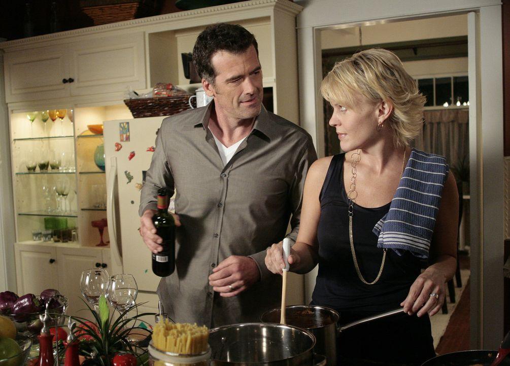 Weil Stephen (Bruce Thomas, l.) und Nicole (Marguerite MacIntyre, r.) das Vorgehen ihrer Kinder nicht begrüßen, erteilen sie ihnen kurzerhand Haus... - Bildquelle: TOUCHSTONE TELEVISION