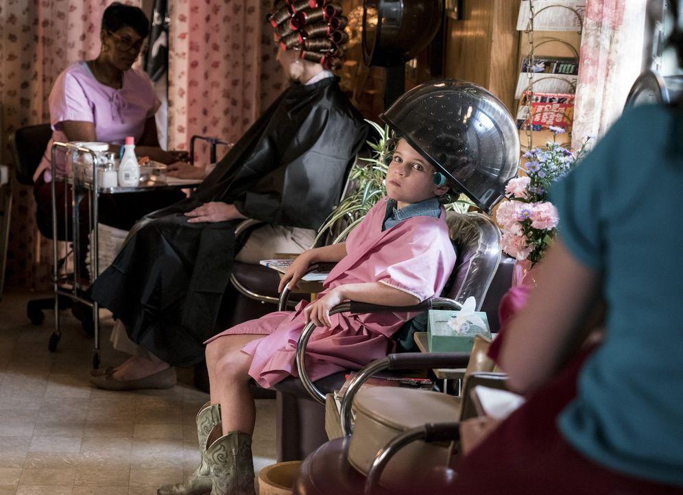 Während sich die Männer auf einem Roadtrip befinden, machen es sich Mary, Meemaw und Missy (Raegan Revord) in einem Schönheitssalon gemütlich ... - Bildquelle: Warner Bros.