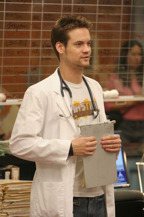 Während Sam und Luka auf der Suche nach Alex sind, müssen Neela, Abby und Ray (Shane West) als zukünftige Mentoren ihre ersten Medizinstudenten über... - Bildquelle: Warner Bros. Television