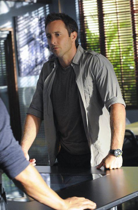 Gemeinsam mit seinem Kollegen ermittelt Steve (Alex O'Loughlin) in einem neuen Mordfall ... - Bildquelle: 2012 CBS Broadcasting, Inc. All Rights Reserved.