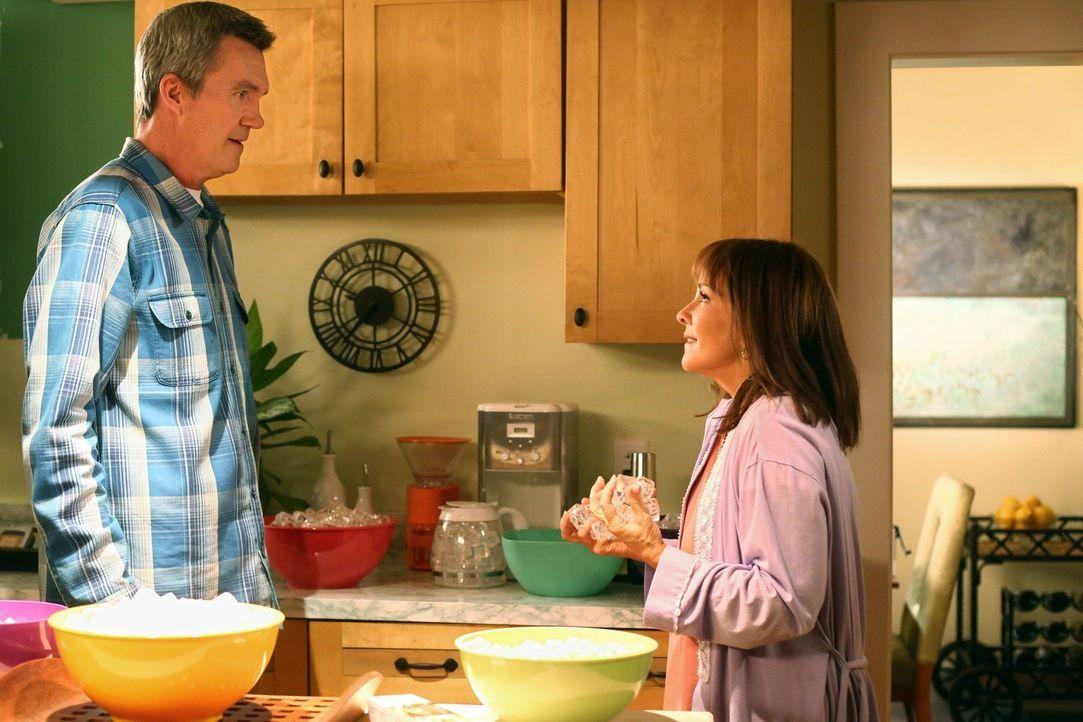 Frankie und Mike passen auf das Haus von Frankies Schwester auf. Die beiden ... - Bildquelle: Warner Brothers
