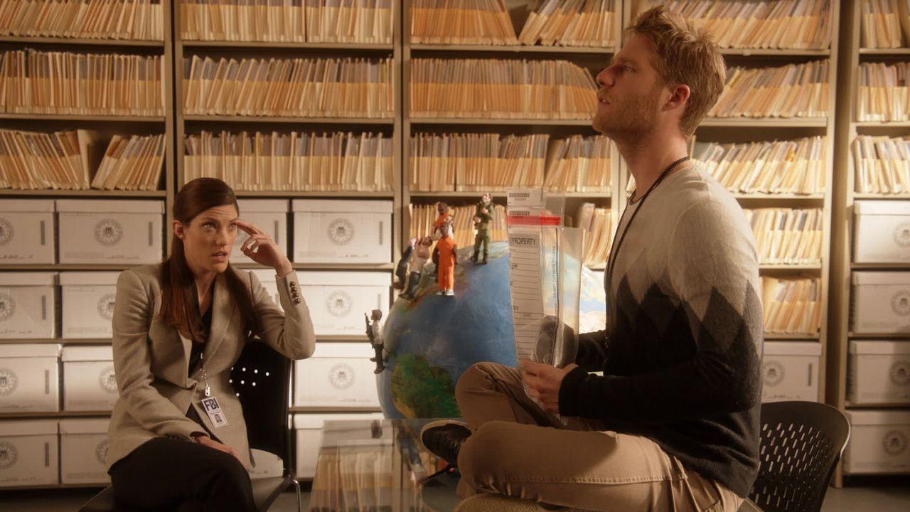Rebecca (Jennifer Carpenter, l.) muss Brian (Jake McDorman, r.) bei seinen Ermittlungen zur Seite stehen ... - Bildquelle: 2015 CBS Broadcasting, Inc. All Rights Reserved