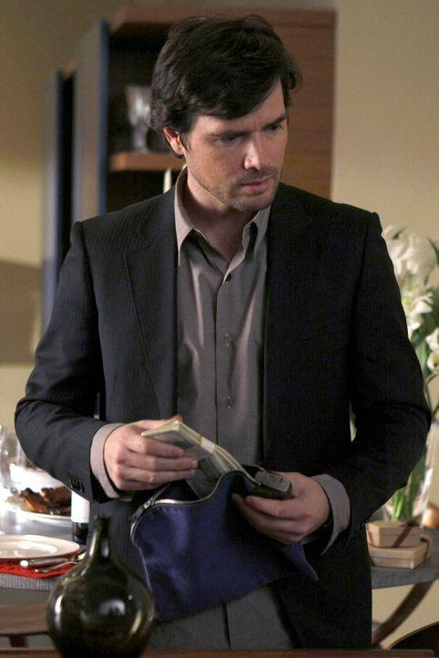 Lily schmiedet einen geheimen Plan, um Rufus (Matthew Settle) mit dem Collegegeld für Dan zu helfen ... - Bildquelle: Warner Brothers