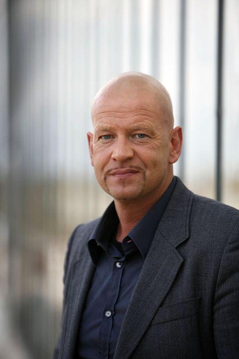 Kommissar Michael Naseband - Bildquelle: Holger Rauner Sat.1