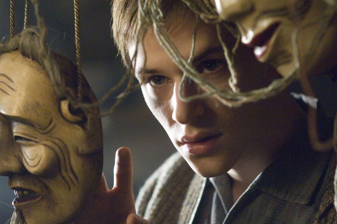 Seine Vergangenheit holt ihn ein und beeinflusst seine Zukunft: Hannibal Lecter (Gaspard Ulliel) ... - Bildquelle: Tobis Film