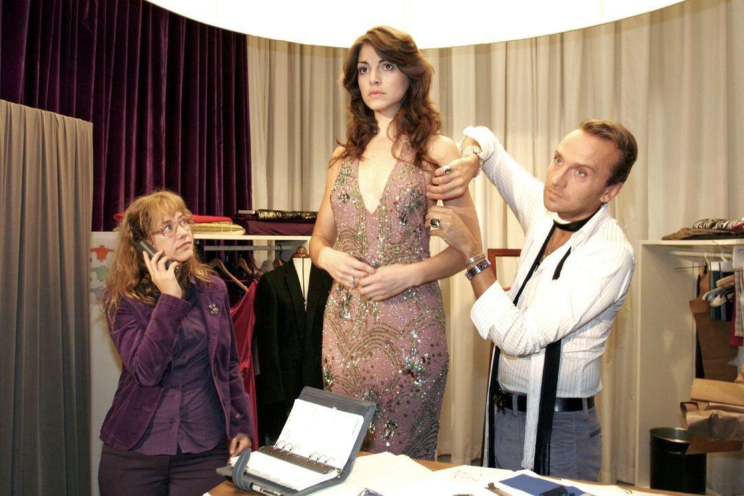Mariella (Bianca Hein, M.) fühlt sich von all dem Rummel um sie herum überfordert und droht zu Lisas (Alexandra Neldel, l.) und Hugos (Hubertus Rego... - Bildquelle: Noreen Flynn Sat.1