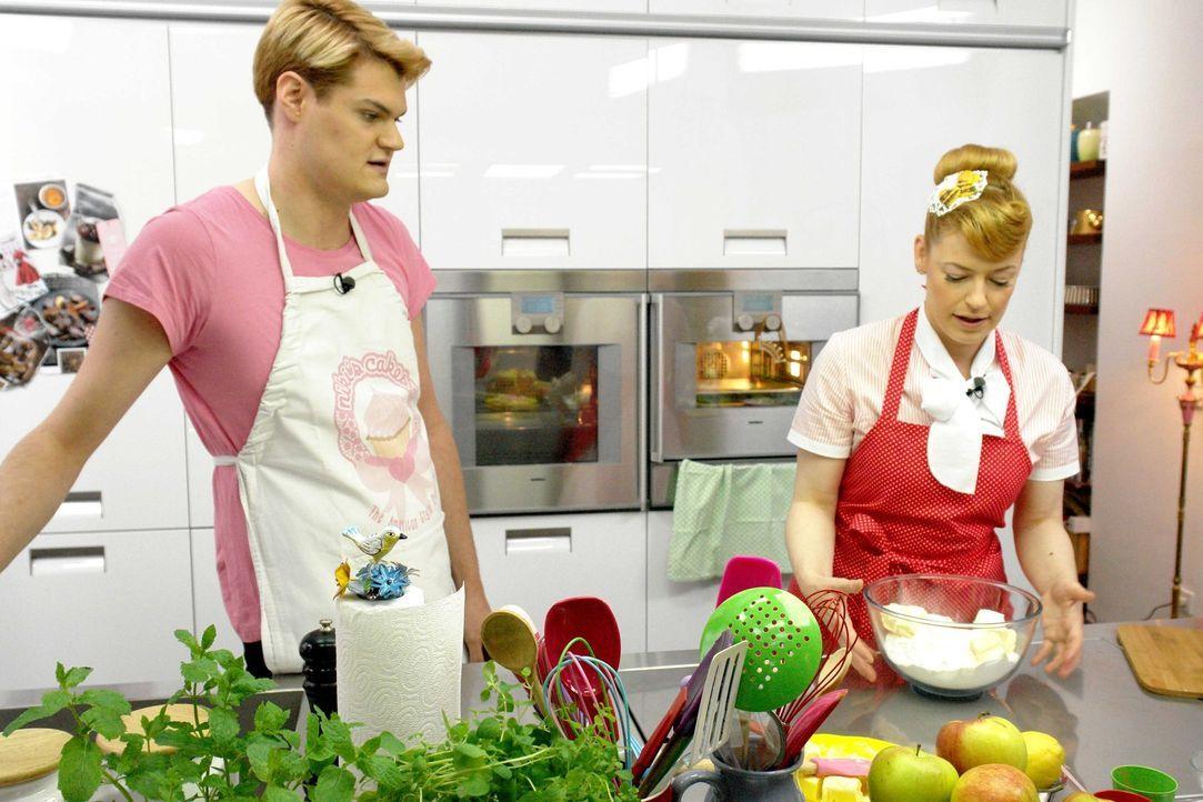 Enie erfährt vom American Style Bäcker Niki Göhl, wie man einen amerikanischen Apple Pie macht ... - Bildquelle: sixx