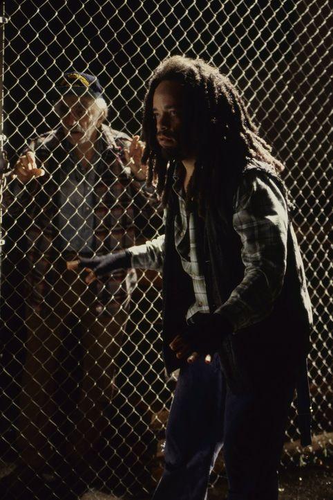 Der obdachlose Jack Mason (Ice-T, r.) glaubt, als Jagdführer einen guten Job gefunden zu haben - bis ihm klar wird, dass er selbst der Gejagte ist .... - Bildquelle: Warner Brothers