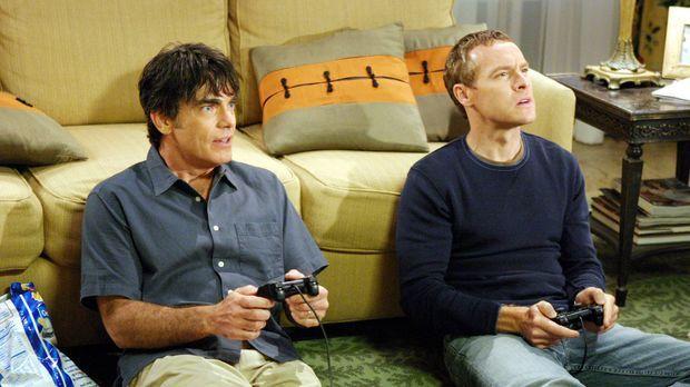 Ein entspannter Abend: Sandy (Peter Gallagher, l.) und Jimmy (Tate Donovan, r...