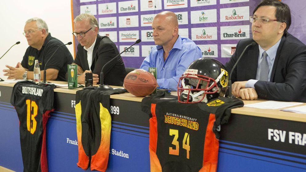 Robert Huber (re.) ist Präsident des American Football Verband Deutschland (... - Bildquelle: imago/Eibner