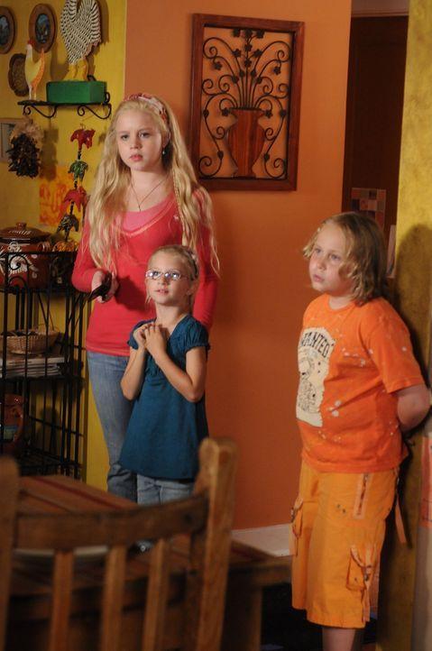Ariel (Sofia Vassilieva, l.), Bridgette (Maria Lark, M.), und Marie (Miranda Carabello, r.) machen sich Sorgen um ihren Vater, der große Probleme zu... - Bildquelle: Paramount Network Television