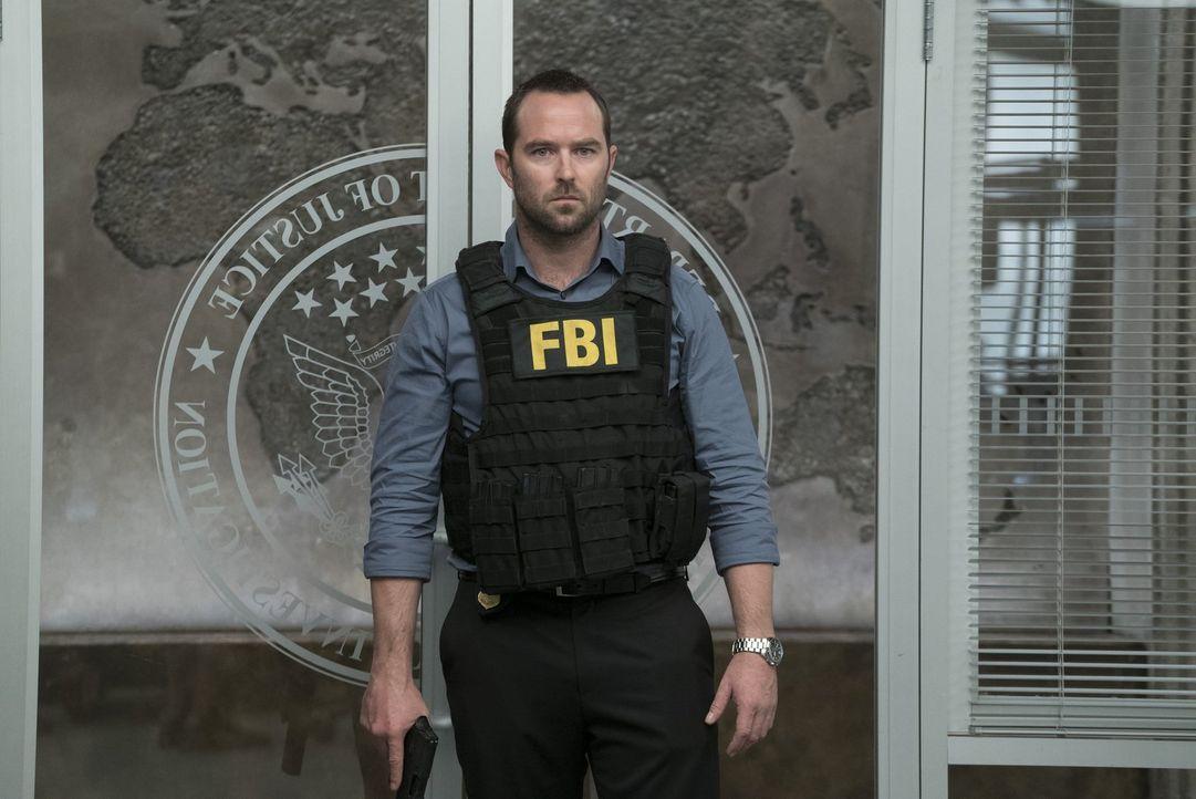 Als Weller (Sullivan Stapleton) erfährt, dass der Ganove Rich Dotcom die Hilfe des FBIs benötigt, um einen auf ihn angesetzten Killer aus dem Verkeh... - Bildquelle: Warner Brothers