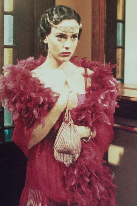 Phoebe (Alyssa Milano) reist in die Vergangenheit - und stellt entsetzt fest, dass sie einmal eine böse Hexe war. - Bildquelle: Paramount Pictures