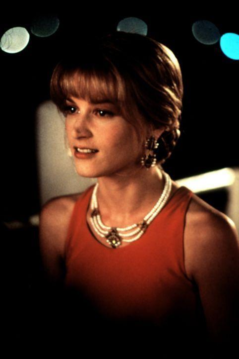 Aus der Kellnerin wird eine Lady: Yvonne (Briget Fonda) hat sich für einen romantischen Abend in Schale geschmissen ... - Bildquelle: Columbia TriStar
