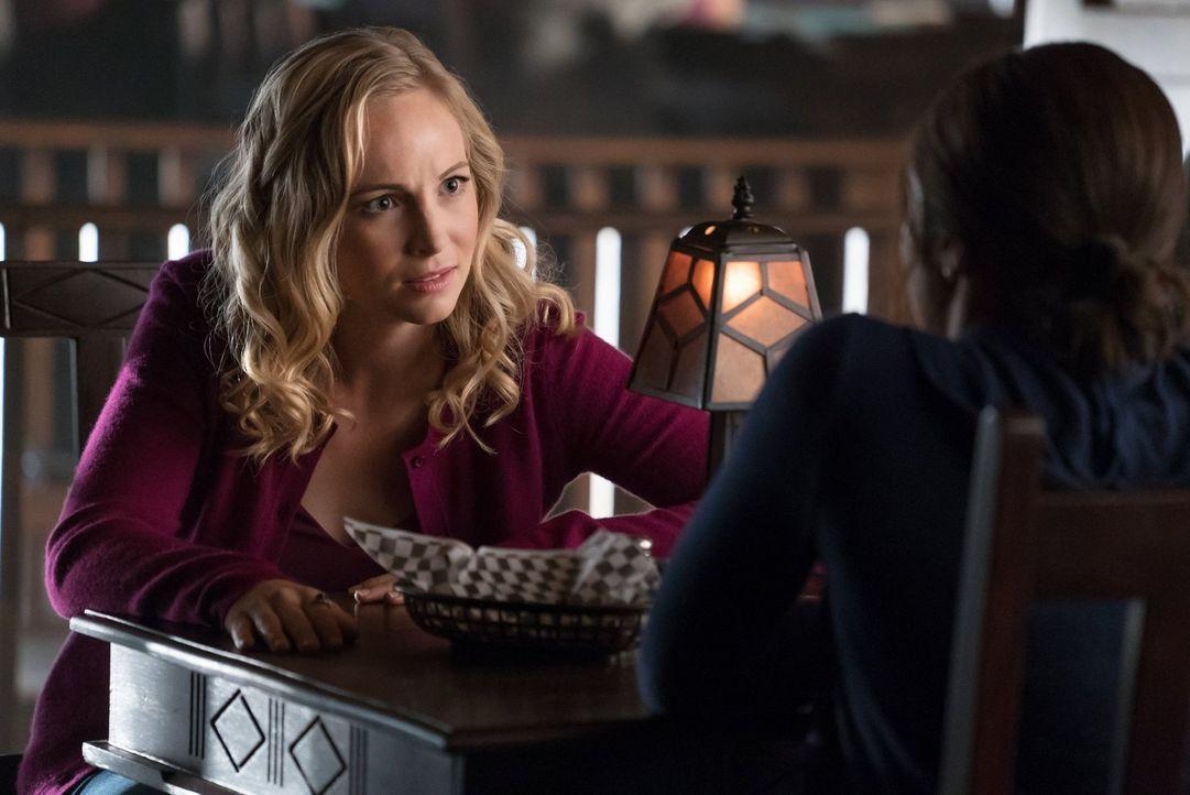 Wie weit würde Caroline (Candice King) gehen, um Damon zu retten? - Bildquelle: Warner Bros. Entertainment, Inc.