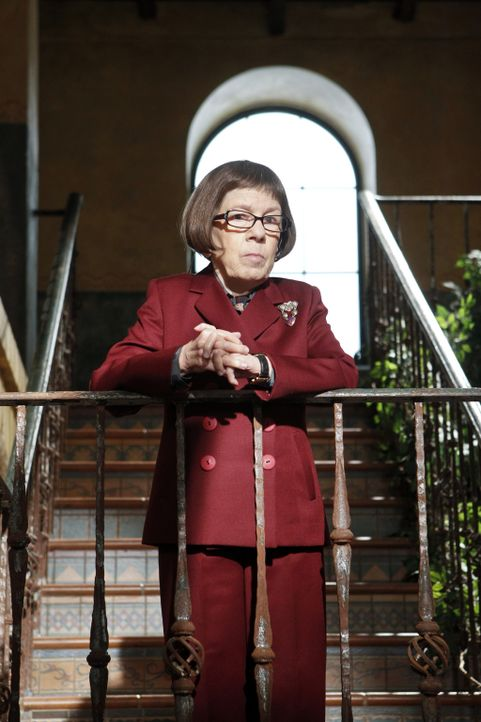Macht sich Sorgen um Kensi: Hetty (Linda Hunt) ... - Bildquelle: CBS Studios Inc. All Rights Reserved.