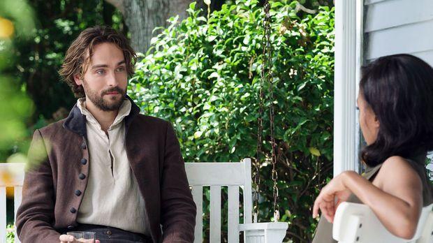 Abbie (Nicole Beharie, r.) nimmt Crane (Tom Mison, l.) bei sich auf, aber ist...