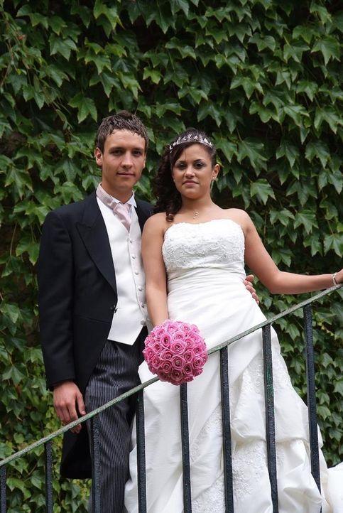 Andy und Serena sind mit 14 Jahren zusammengekommen. Nun sind sie 22 und bereit für das Ja-Wort. Leider sind sie knapp bei Kasse, so dass sich Seren... - Bildquelle: Renegade Pictures Ltd