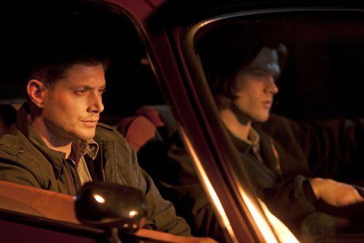 Supernatural - Werden von Garth zu Hilfe gerufen: Sam (Jared Padalecki, l.) u...
