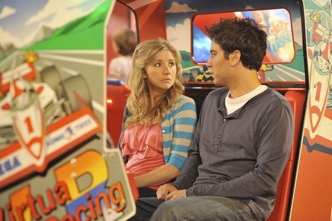 Ted (Josh Radnor, r.) ist sich sicher, dass Stella (Sarah Chalke, l.) die Richtige für ihn ist. Doch nach und nach kommen einige Dinge ans Tageslich... - Bildquelle: 20th Century Fox International Television