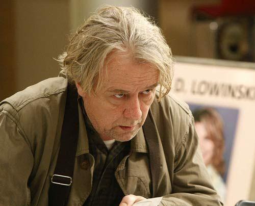 Der etwas nörglige Vater mit dem Herz am rechten Fleck: Kurt Lowinski (Axel Siefer) ...   - Bildquelle: Frank Dicks - Sat1