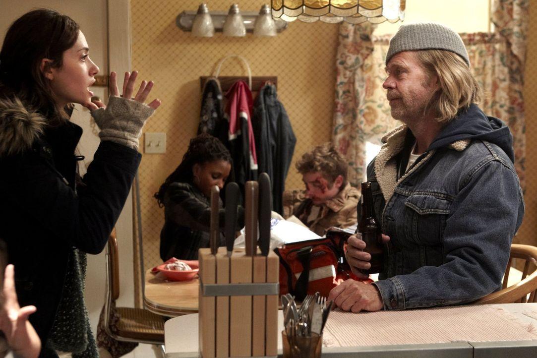 Kann nicht glauben, wie egal Frank (William H. Macy, r.) es ist, dass sie kein Geld haben: Fiona (Emmy Rossum, l.) ... - Bildquelle: 2010 Warner Brothers