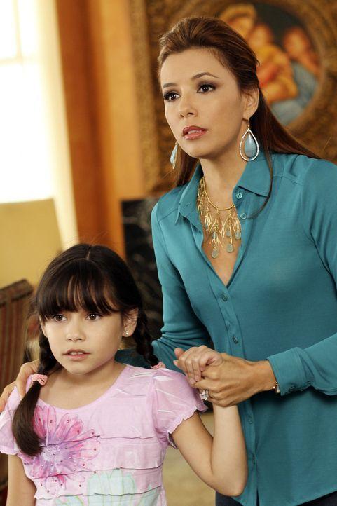 Gabrielle (Eva Longoria, r.) versucht verzweifelt einen Weg zu finden, um Grace (Cecilia Balagot, l.) nicht zu verlieren ... - Bildquelle: ABC Studios