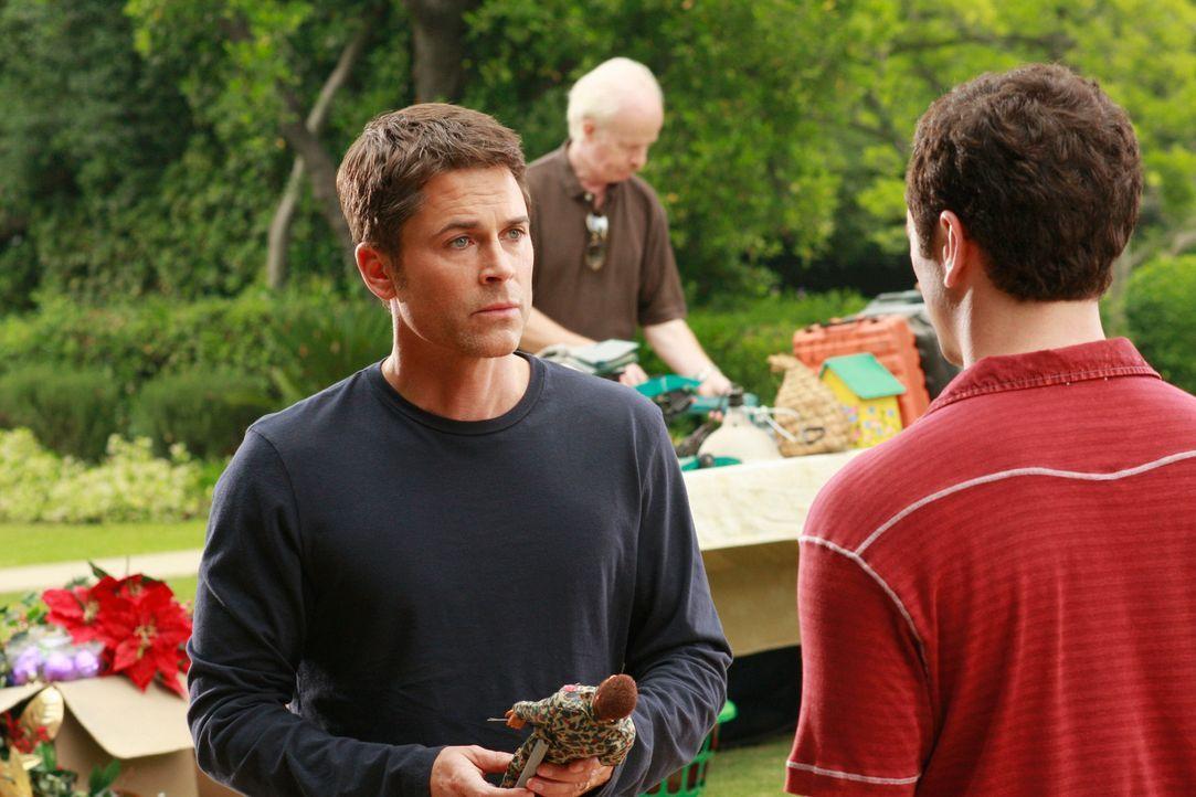 Wird Kevin (Matthew Rhys, r.) das Angebot von Robert (Rob Lowe, l.), die Nachfolge von Kitty anzutreten, annehmen? - Bildquelle: 2008 ABC INC.