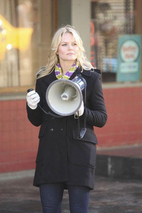 Ted trifft auf die hübsche Aktivistin Zoey (Jennifer Morrison), die sich sehr darüber ärgert, dass eine Sehenswürdigkeit abgerissen werden soll,... - Bildquelle: 20th Century Fox International Television