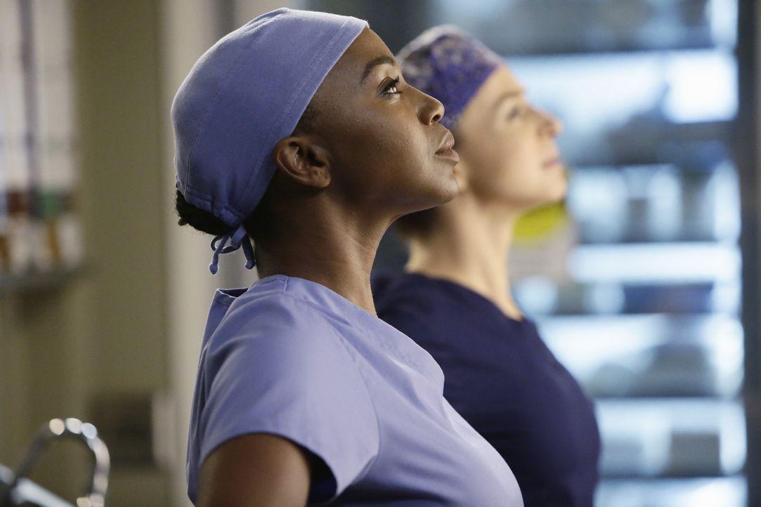 Amelia (Caterina Scorsone, r.) übernimmt die Operation an Herman, während Stephanie (Jerrika Hinton, l.) ihr dabei assistiert. Wird die Operation er... - Bildquelle: ABC Studios