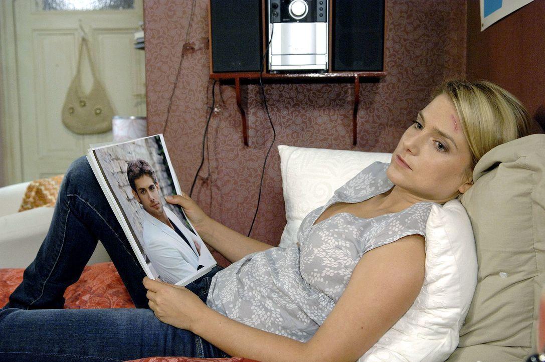 Anna (Jeanette Biedermann) träumt ... - Bildquelle: Claudius Pflug Sat.1