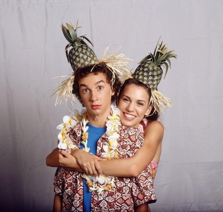 Eines Tages gewinnen Louis (Shia LaBeouf, l.), Ren (Christy Carlson Romano, r.) und ihre Eltern einen Traumurlaub, der sich schon bald als Alptraum... - Bildquelle: The Disney Channel
