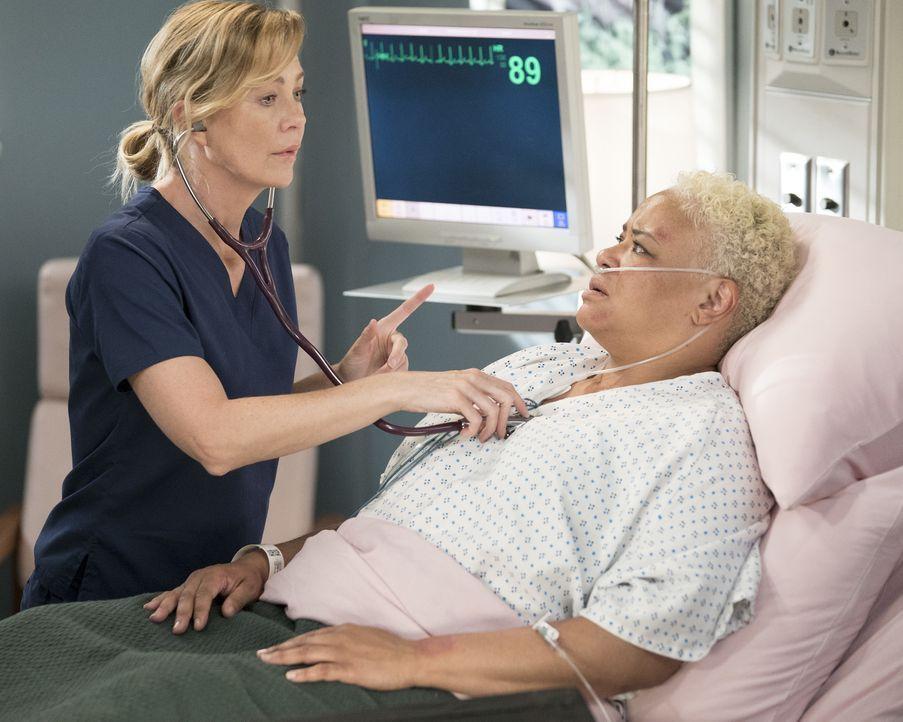 Dr. Meredith Grey (Ellen Pompeo, l.); Cece Colvin (Caroline Clay, r.) - Bildquelle: Eric McCandless ABC Studios/Eric McCandless