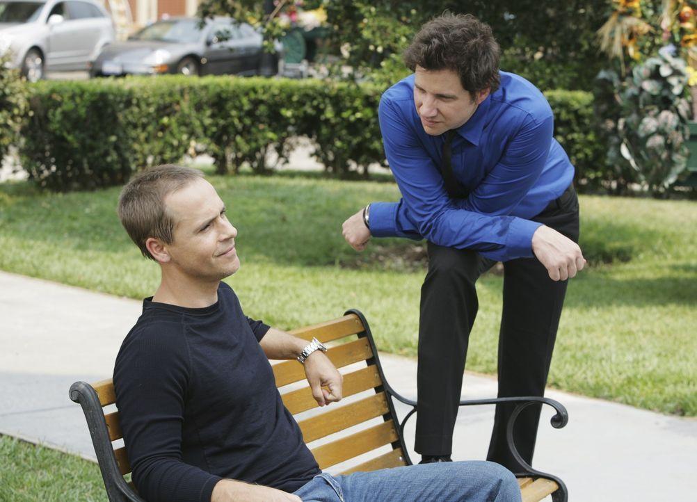 Elis (Jamie Kennedy, r.) neuer Patient Nathan (Chad Lowe, l.) leidet unter einer Paranoia und hat eine Zwangsneurose. Sein gesamtes Haus ist mit Übe... - Bildquelle: ABC Studios